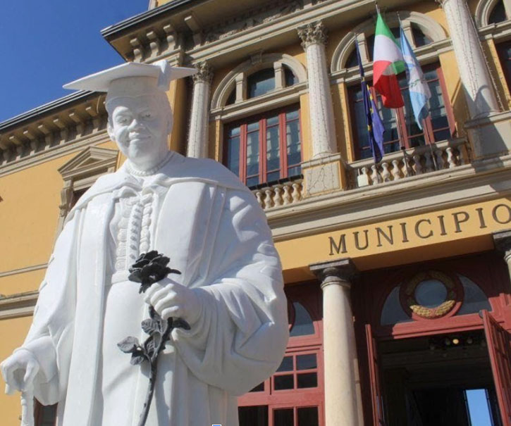 Dr. Bethune Statue In Italy